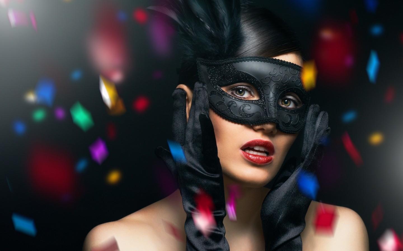 Fashion-girl-brunette-gloves-mask-wallpaper-2560x16001